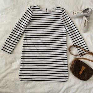 Dresses & Skirts - Long sleeves striped dress. Black and white.
